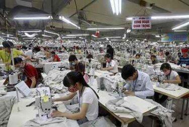 ベトナムアパレル工場